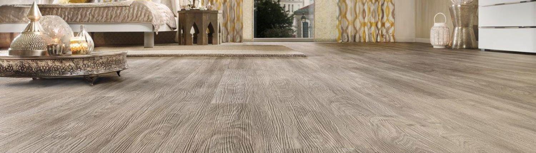 Holzfußboden in hellem Graubraun